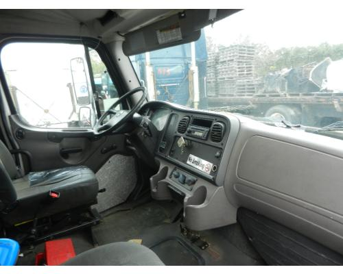 FREIGHTLINER M2  MEDIUM DUTY Cab Clip