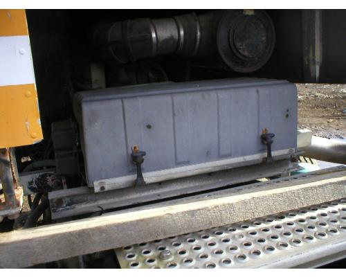 INTERNATIONAL 9700 Battery Box