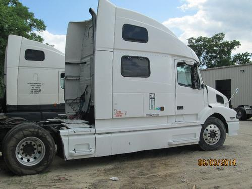 VOLVO VNL Complete Vehicle