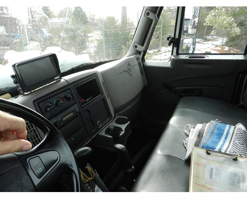 INTERNATIONAL 4000 Cab Clip