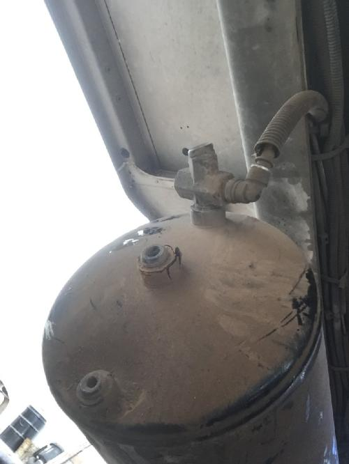 FREIGHTLINER COLUMBIA 120 Air Tank