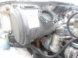 INTERNATIONAL 4700 / 4900 Air Cleaner