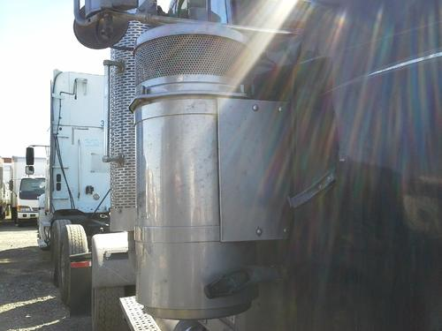 FREIGHTLINER FLD132 XL CLASSIC Air Cleaner