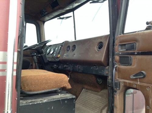 INTERNATIONAL 9300 Cab