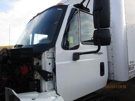 INTERNATIONAL 4300 Cab