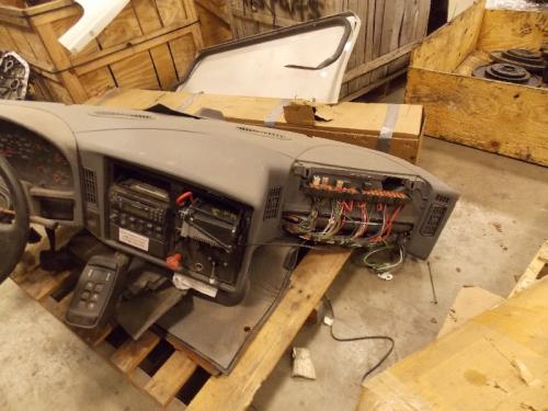 INTERNATIONAL 9600 Dash Assembly