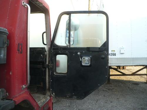 PETERBILT 320 Door Assembly, Front