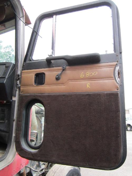 PETERBILT 375 Door Assembly, Front