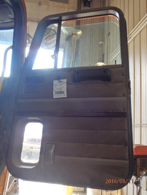 INTERNATIONAL 9700 Door Assembly, Front
