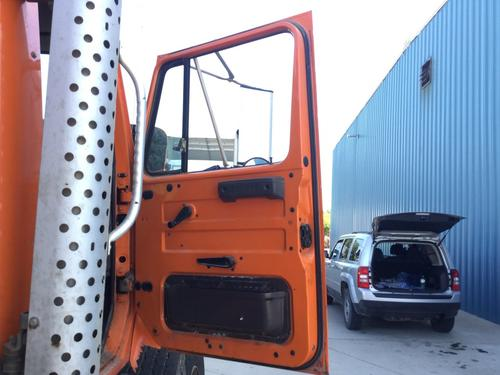 INTERNATIONAL 4900 Door Assembly, Front
