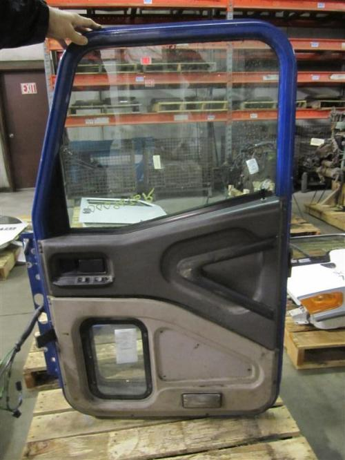 INTERNATIONAL 9200I Door Assembly, Front