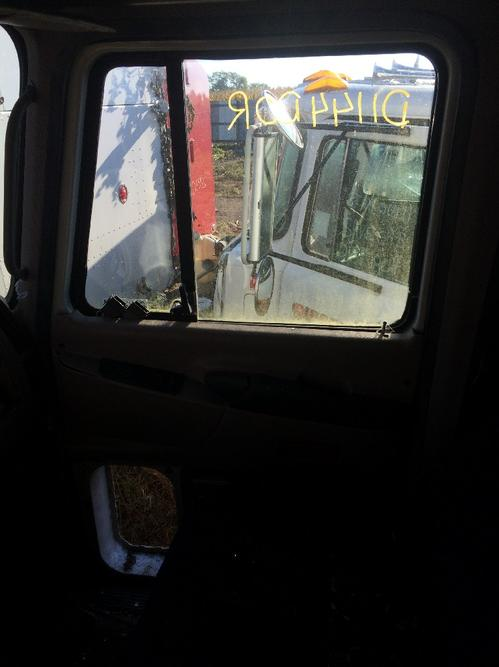 MACK CX600/VISION SERIES Door Assembly, Front