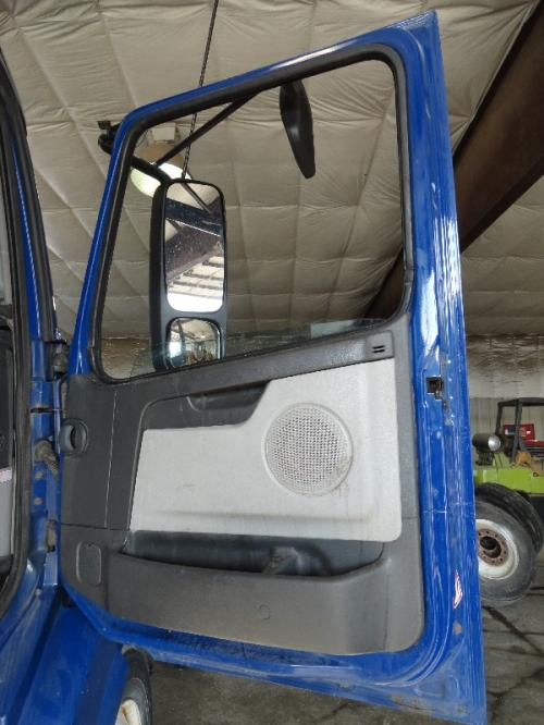 VOLVO VNL 630 Door Assembly, Front