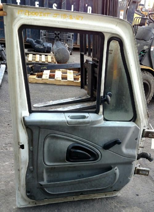 INTERNATIONAL 4000 SERIES Door Assembly, Front