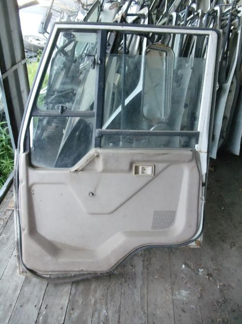 MITSUBISHI FUSO FK415 Door Assembly, Front
