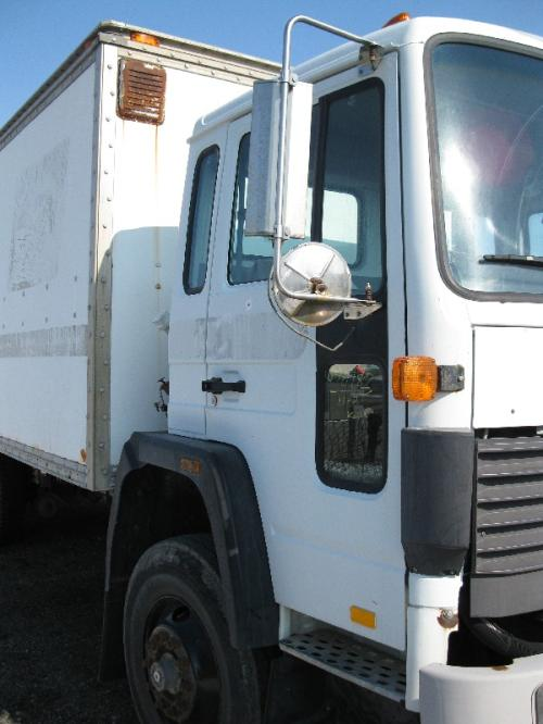 VOLVO/GMC/WHITE FE42 Door Assembly, Front