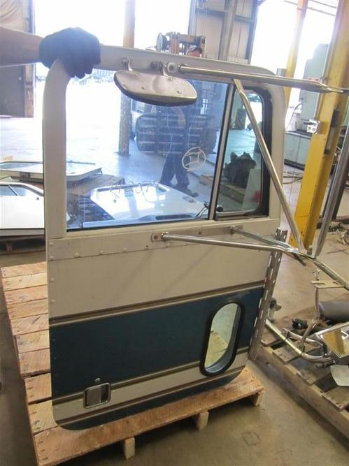 PETERBILT 379 Door Assembly, Front