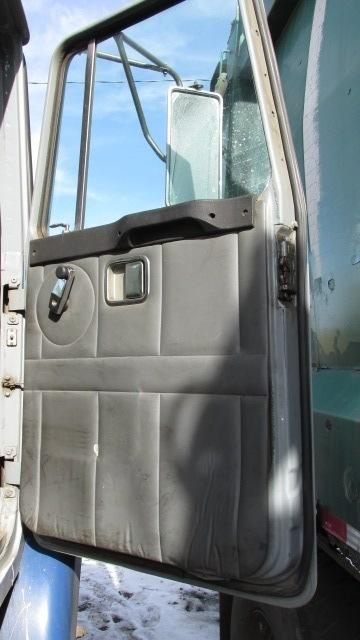GMC/VOLVO/WHITE WG Door Assembly, Front