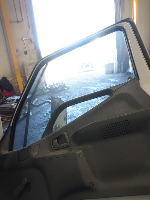 MITSUBISHI FUSO FE649 Door Assembly, Front