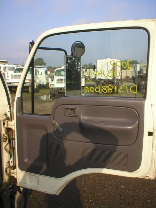 NISSIAN UD1400 Door Assembly, Front