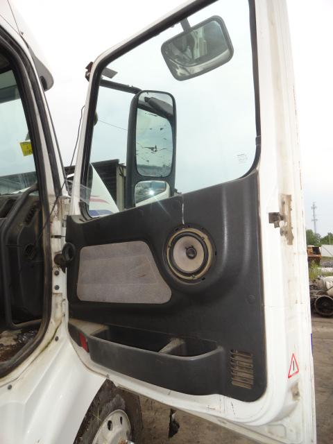 VOLVO VNL 660 Door Assembly, Front