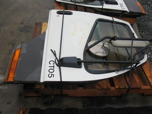 MITSUBISHI FUSO FH211 Door Assembly, Front