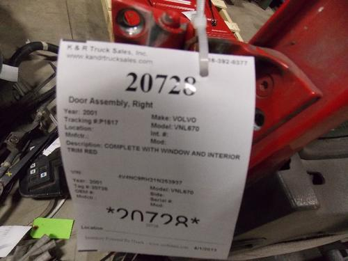 VOLVO VNL670 Door Assembly, Front