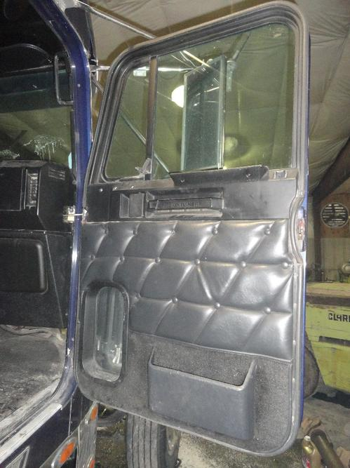 FREIGHTLINER FLD132 XL CLASSIC Door Assembly, Front