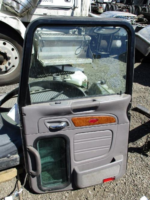 PETERBILT 386 Door Assembly, Front