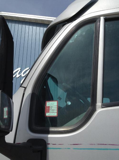 KENWORTH T2000 Door Vent Glass, Front