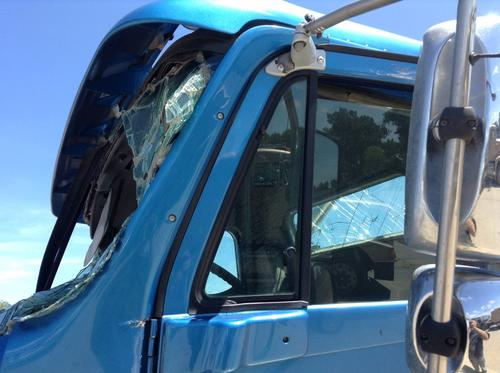 FREIGHTLINER COLUMBIA 120 Door Vent Glass, Front