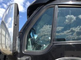 PETERBILT 387 Door Vent Glass, Front