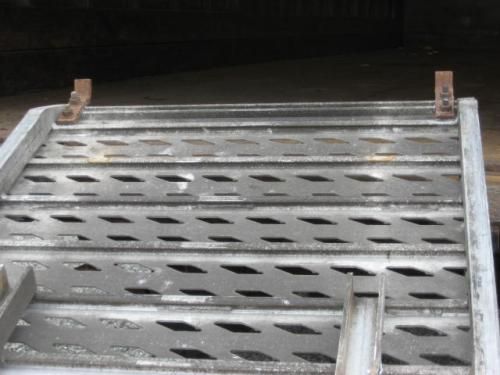 Unknown Aluminum pull-out loading ramp Equipment (Mounted)