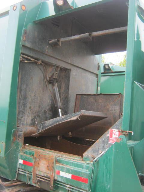 LABRIE Side load waste packer Equipment (Mounted)