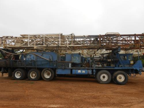 CRANE CARRIER RIG Equipment (Mounted)