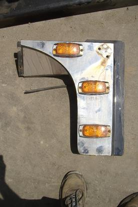 INTERNATIONAL 9900IX Fender Extension