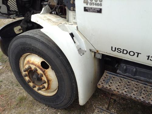 INTERNATIONAL 4300 Fender