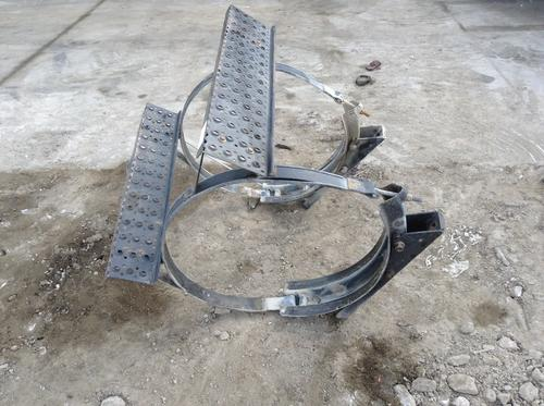 INTERNATIONAL 8600 Fuel Tank Strap/Hanger