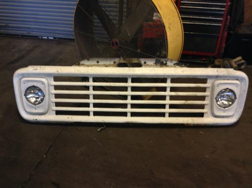 FORD B700 Grille
