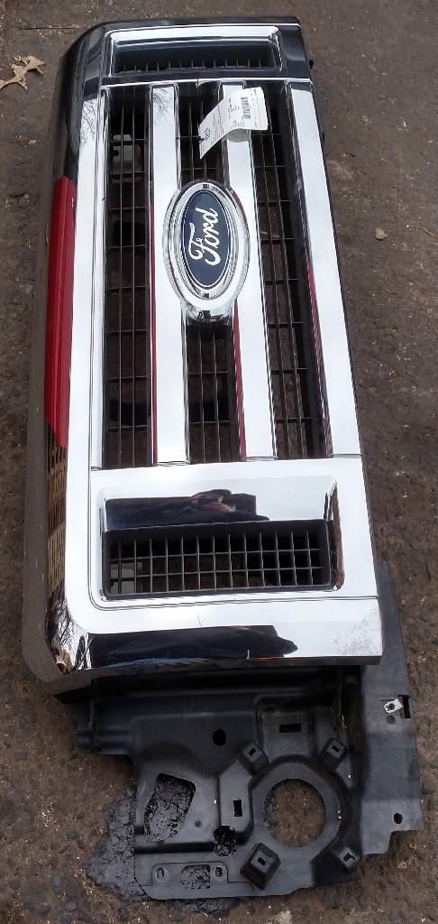 FORD ECONOLINE 350 Grille