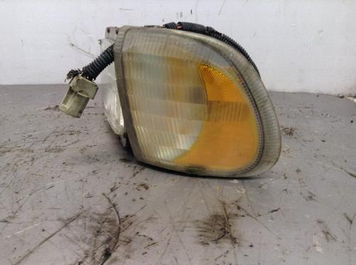 INTERNATIONAL 9900 Headlamp Assembly