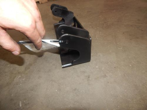 INTERNATIONAL 8600 Hood Hinge
