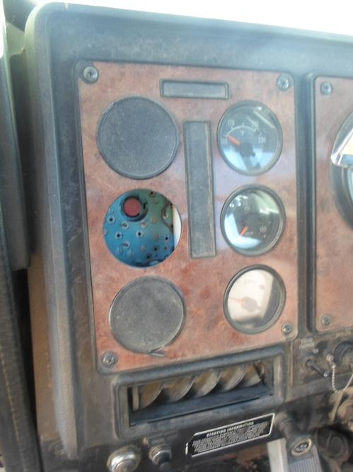 INTERNATIONAL 9100 / 9200 / 9400 Instrument Cluster