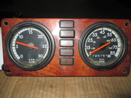 FREIGHTLINER FLD132 CLASSIC XL Instrument Cluster