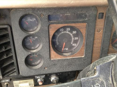 INTERNATIONAL 2375 Instrument Cluster
