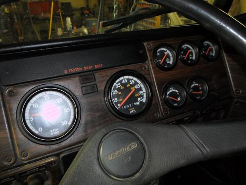 FREIGHTLINER FLD120 / CLASSIC Instrument Cluster