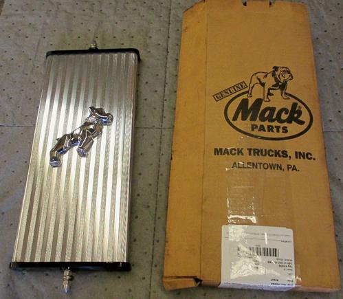 Mack UNIVERSAL Mirror (Side View)