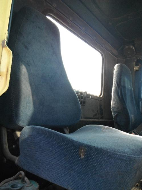 FREIGHTLINER FLD112 Seat, Front