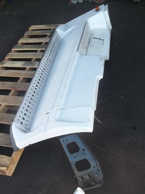 FREIGHTLINER COLUMBIA 120 Side Fairing