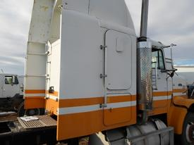 FREIGHTLINER FLC Side Fairing